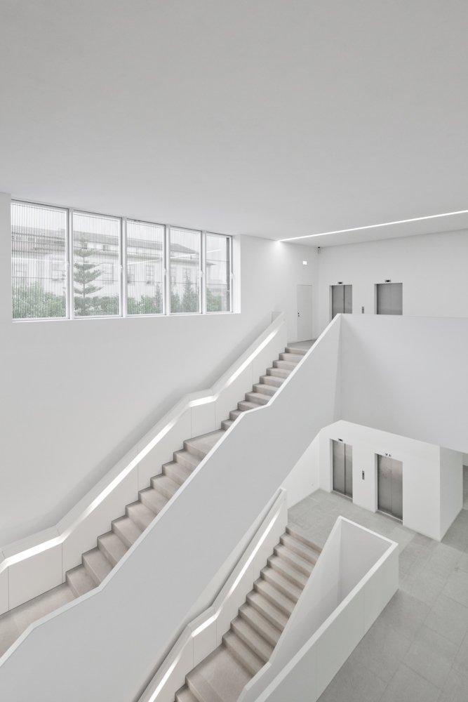 plataforma das artes kulturzentrum in guimar es portugal schmitt sohn aufz ge. Black Bedroom Furniture Sets. Home Design Ideas